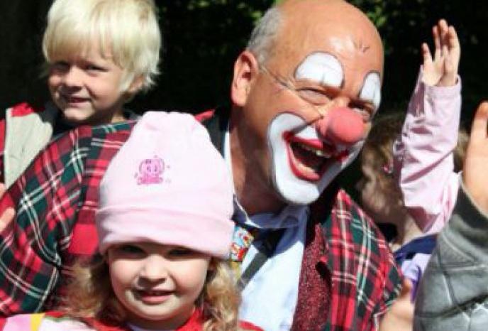 Clown,  Zauberer, Ballonmodelleur, Comedy Kellner und Weinachtsmann